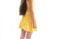 בשמלה צהובה Roncha רונצ'ה
